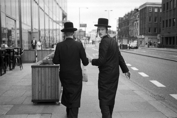 Young-jewish-men-in-the-City-of-London-2.jpg