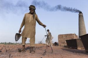 Pakistan-brick-makers-Ty-Faruki-Photography_1a298683c04.jpg